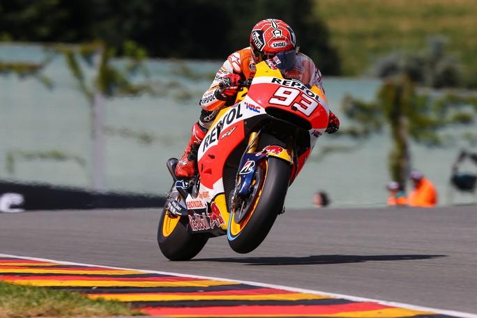 MotoGP Sachsenring: Marquez, pole con record, in prima fila Pedrosa e Lorenzo, Rossi è sesto