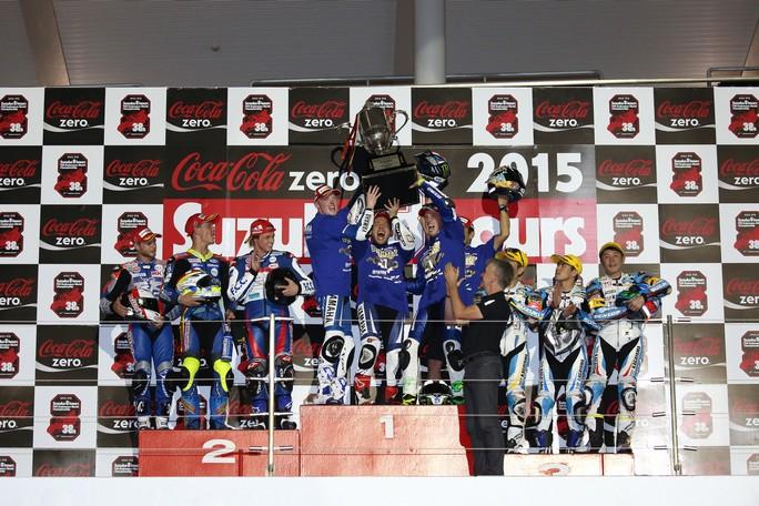 8 ore di Suzuka: Torna a vincere la Yamaha, un problema all'acceleratore causa la caduta di Stoner