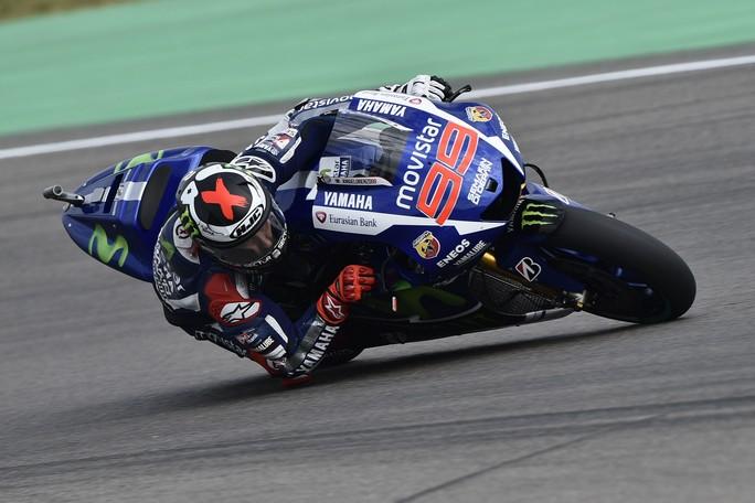 """MotoGP Brno, Prove Libere 1: Lorenzo guida la """"truppa"""" spagnola, bene le Ducati, Rossi è 6°"""