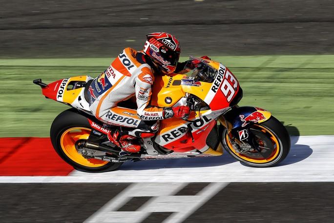 MotoGP Silverstone, Prove Libere 4: Domina Marquez, bene Iannone, Rossi è 7°