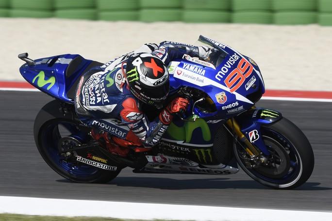 MotoGP Misano: Lorenzo conquista la pole, Rossi in prima fila