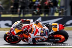 MotoGP Phillip Island: Marquez beffa Lorenzo, uno strepitoso Iannone batte Rossi