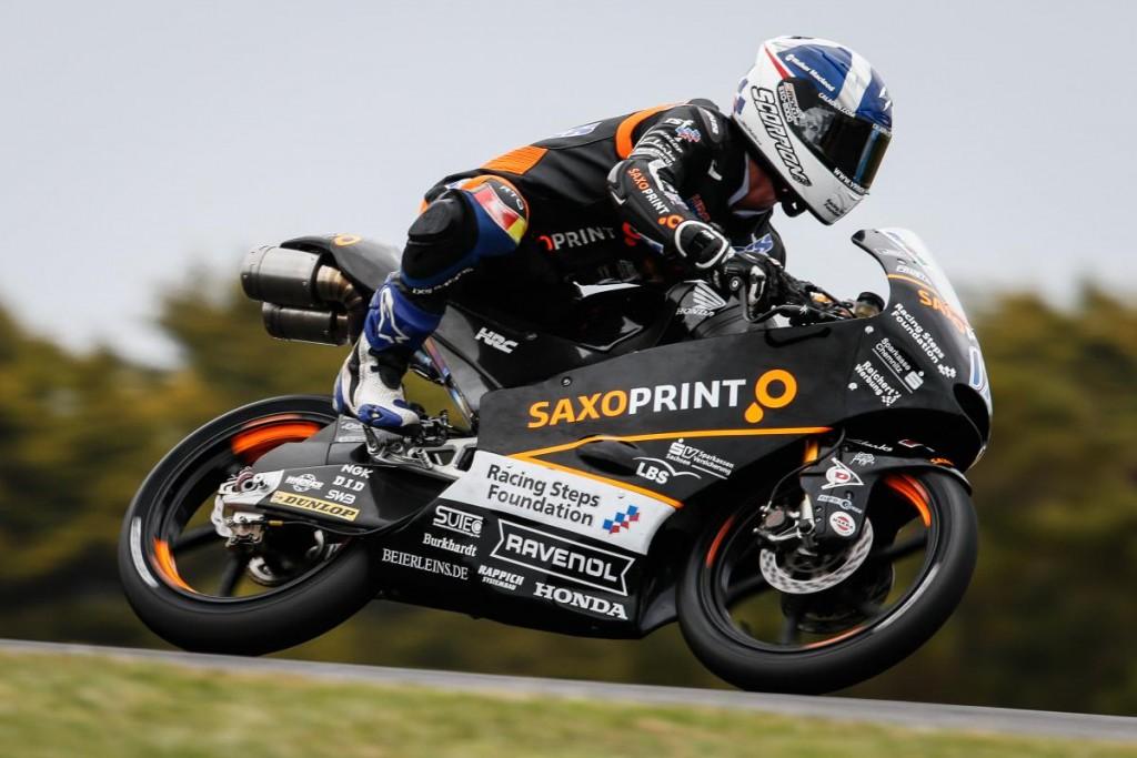 Moto3 Phillip Island: Sei piloti penalizzati, la pole va a McPhee