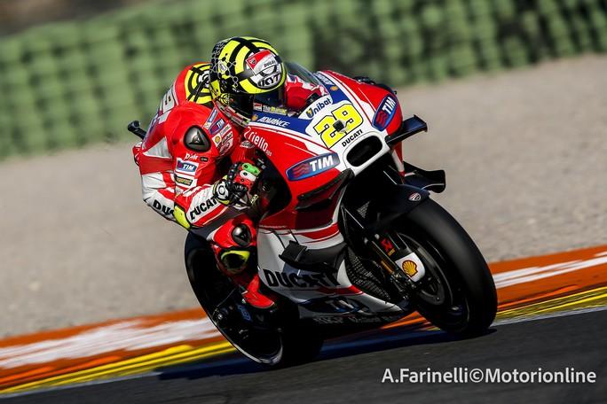 """MotoGP Test Valencia Day 1: Andrea Iannone, """"Mi sono trovato molto bene con le Michelin"""""""