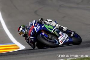 MotoGP Valencia: Lorenzo pole con record, Rossi a terra