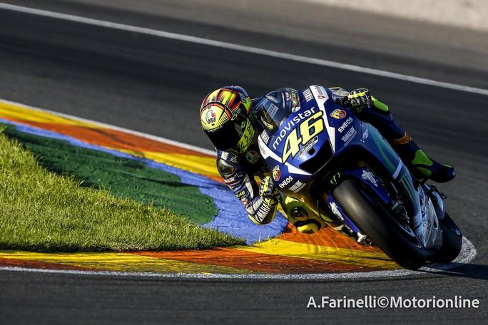 """MotoGP Test Valencia Day 1: Valentino Rossi, """"Le gomme preoccupano più dell'elettronica"""""""