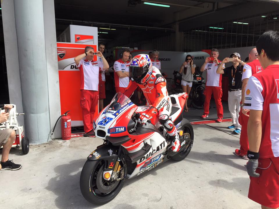 MotoGP: Ecco Casey Stoner in sella alla Ducati