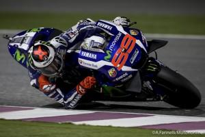 MotoGP Qatar: Uno strepitoso Lorenzo batte Dovizioso e Marquez, Rossi è quarto