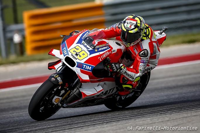 MotoGP Austin, Warm Up: Iannone al Top, Rossi è terzo, caduta per Lorenzo