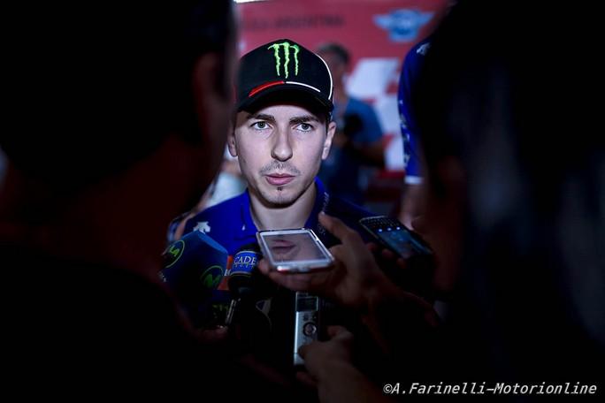 Moto: Rossi, Lorenzo in Ducati