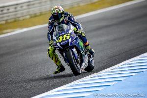 """MotoGP Jerez: Rossi, pole in casa del """"nemico"""", battuti Lorenzo e Marquez"""