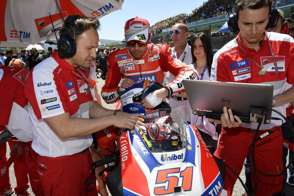 MotoGP Barcellona: Michele Pirro al post di Loris Baz