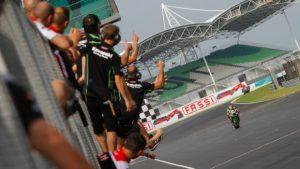 Superbike Malesia, Gara 1: Tom Sykes conquista un'autorevole vittoria