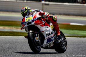MotoGP Assen, Prove Libere 1: Doppietta Ducati con Iannone e Dovizioso, Rossi è settimo