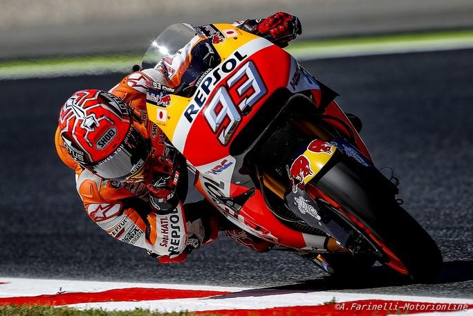 MotoGP Barcellona: Pole di Marquez, seconda fila per Rossi, terza per Iannone e Petrucci
