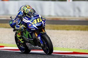 """MotoGP Barcellona: Immenso Rossi, batte Marquez e vince in casa del """"nemico"""""""