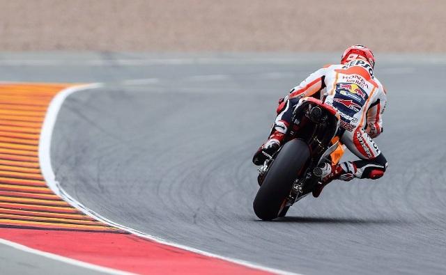 MotoGp, brutta caduta per Marc Marquez nel warm up