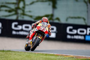 MotoGP Sachsenring: Pole per Marquez, Rossi in prima fila, ancora una caduta per Lorenzo