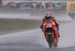 MotoGP Sachsenring, Warm Up: Pedrosa il più veloce con le rain, Rossi è 7°, crisi nera per Lorenzo