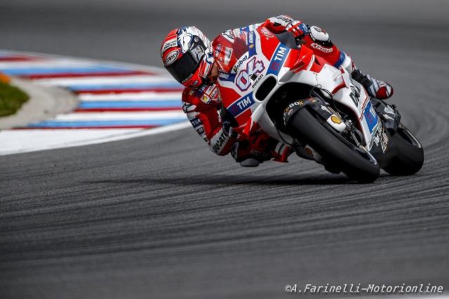 MotoGP Andrea Dovizioso pericolo scampato, ginocchio OK