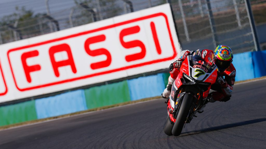 Superbike Magny-Cours, FP1: Chaz Davies impone il suo ritmo