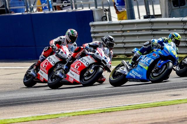 MotoGP Aragon: Disastro Pramac, Petrucci e Redding si toccano nel primo giro e chiudono nelle retrovie