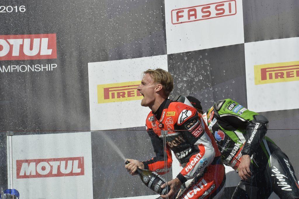 Superbike Magny-Cours, Gara 2: Settimo sigillo per Chaz Davies