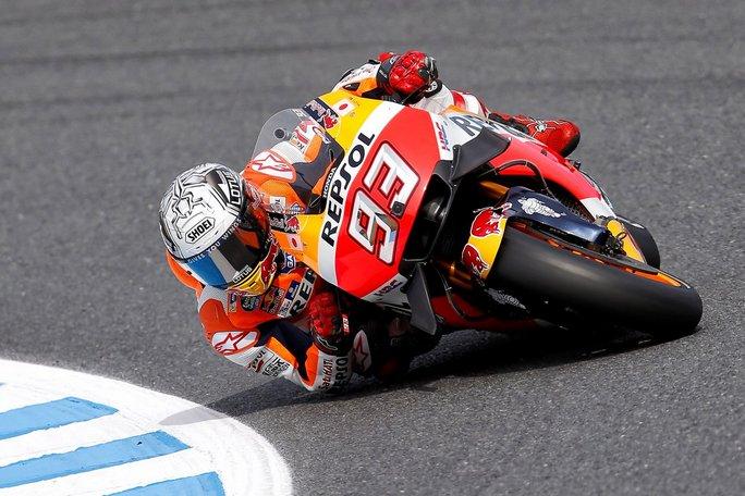 MotoGP Phillip Island: Pole per Marquez, ottimo Petrucci, debacle per Rossi