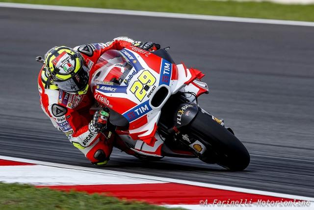 """MotoGP Sepang: Andrea Iannone """"Che bella la lotta con Rossi, mi sono divertito anche se sono caduto"""""""