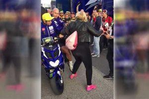 """MotoGP Valencia: Rossi, """"Mi scuso con la signora, ma il paddock è invivibile"""""""