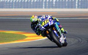 MotoGP Test Valencia Day 1 – 14:30: Rossi, miglior tempo e caduta, bene Iannone