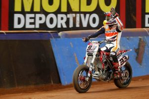 MotoGP: Marc Marquez vince il Superprestigio dirt track