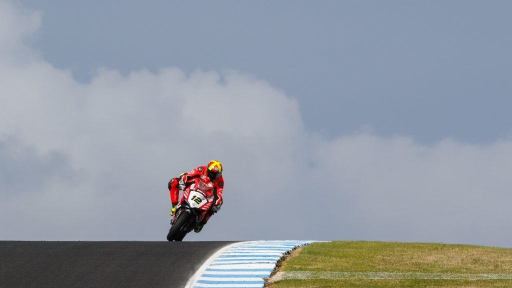 Superbike, Test Phillip Island, Day 1: sorpresa Xavi Fores