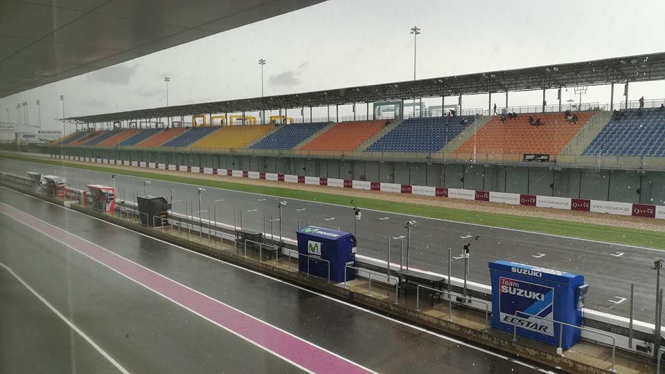 MotoGP Qatar La pioggia arriva sul circuito di Losail