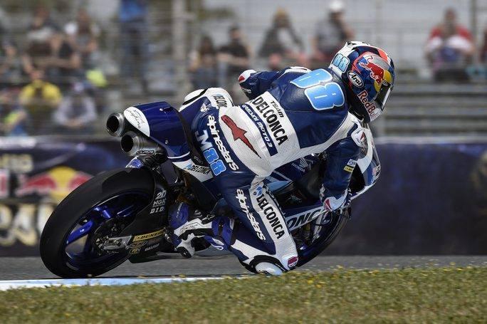 Moto3, pioggia di cadute: ride Mir