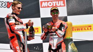 Superbike, Motul Italian Round, Gara 1: Chaz Davies torna sul gradino più alto del podio