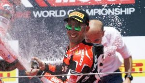 Superbike, Pirelli Riviera di Rimini Round, Gara 2: Melandri conquista la vittoria per Ducati