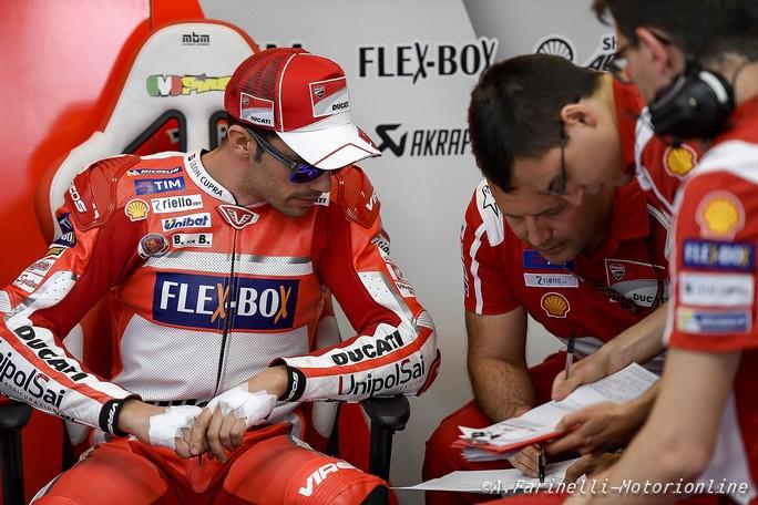 Valentino omaggia Hayden e Totti sul casco speciale per il Mugello