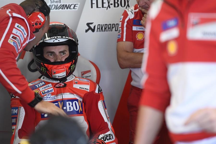 MotoGP Assen: Jorge Lorenzo solo 21°, piove sul bagnato