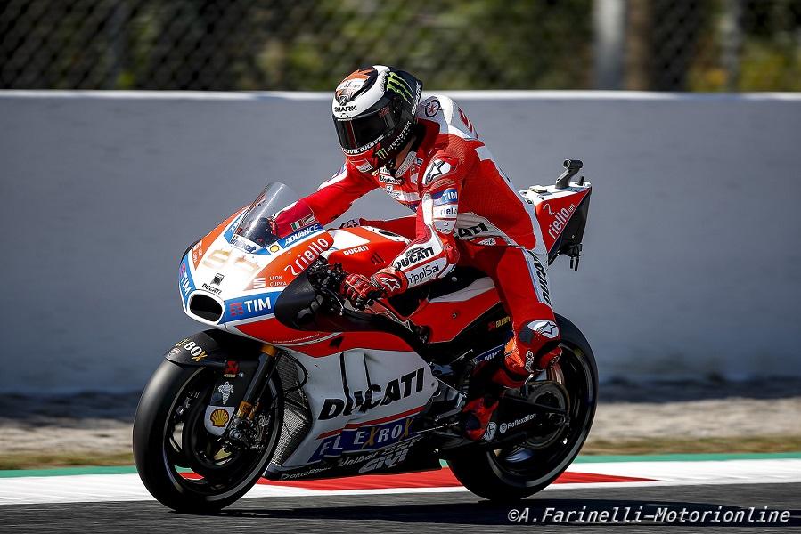 """MotoGP Barcellona: Lorenzo, """"Marquez è entrato forte e ho dovuto alzare la moto"""""""