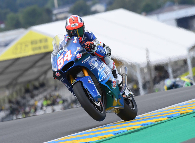 Moto2 in due parti: Luthi vince e accorcia su