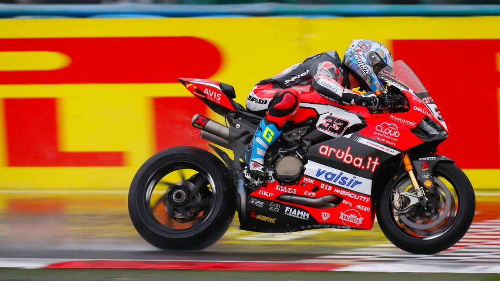 SBK, Pirelli French Round, Gara1: grande battaglia fra Melandri e Sykes