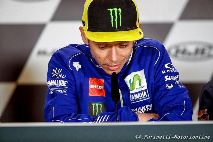 """Incidente Valentino Rossi: Parla il chirurgo, """"40 giorni di riposo, 4-5 mesi per consolidarsi"""""""