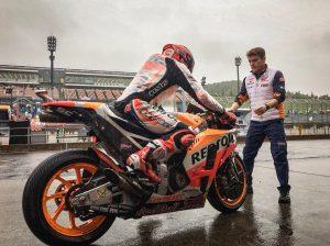 MotoGP Motegi FP1: Marquez domina sotto la pioggia, Dovizioso 5°, Rossi 19°
