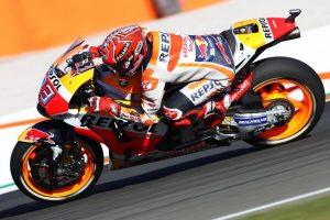 """MotoGP Valencia Gara: Marquez """"salva"""" una caduta e il titolo, a terra Dovizioso, vince Pedrosa"""