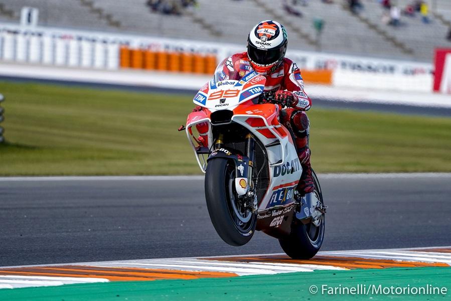 """MotoGP Valencia Gara: Lorenzo, """"Volevo tirare Dovi per arrivare a Zarco, poi l'avrei fatto passare"""""""