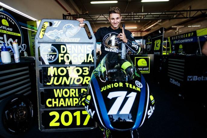Ecco invece le parole di Dennis Foggia, campione del Mondiale Junior FIM CEV Moto3, anche lui, come Morbidelli, protagonista assoluto della categoria con 221 punti, 10 podi e 4 vittorie