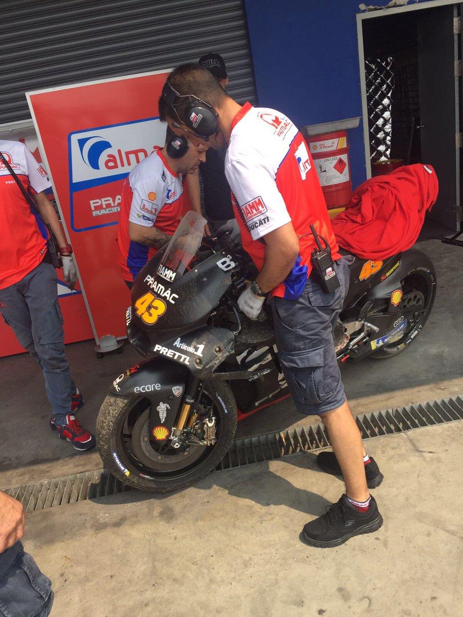 La Ducati GP17 di Jack Miller viene riportata ai box