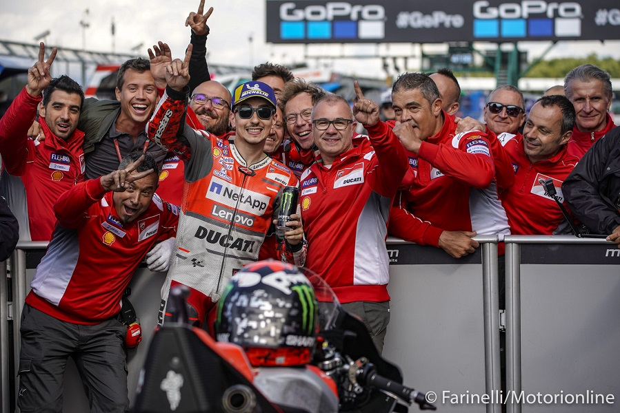 Gp di Aragon: Lorenzo in pole, Rossi in crisi