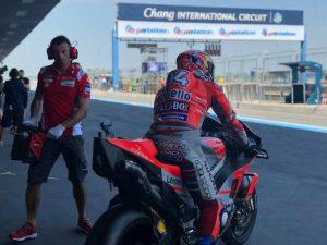 MotoGP | Gp Thailandia FP2: Dovizioso regola Vinales, Rossi nono, paura per Lorenzo